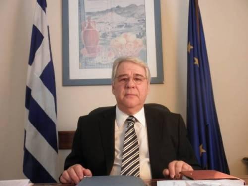 O Έλληνας πρεσβευτής στην Αυστρία Θεμιστοκλής Δημίδης δήλωσε σε έντονο ύφος πως  ο ελληνικός λαός σίγουρα θα προτιμούσε να πεινάσει, παρά να παραχωρήσει έστω και μια σπιθαμή γης.