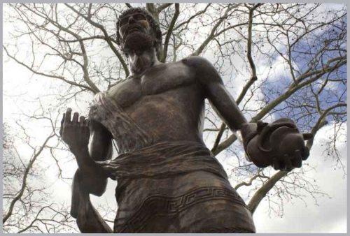 Ο δήμαρχος της Αθήνας δώρισε το άγαλμα της Αθηνάς στο πάρκο το 1998, ενώ η προτομή του Αριστοτέλη ήταν δώρο από την ελληνική περιοχή της Χαλκιδικής το 2008.