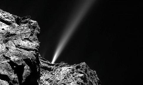 Ο κομήτης 67P πλησιάζει τον Ηλιο και δημιουργούνται πολλά φαινόμενα, όπως η δημιουργία εντυπωσιακών πιδάκων ύλης