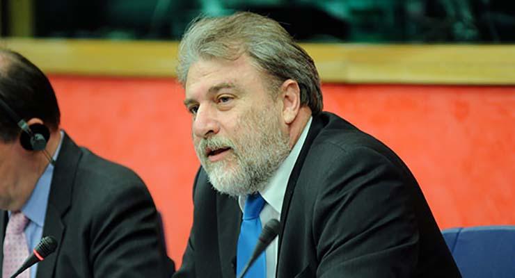 Νότης Μαριάς, Ανεξάρτητος Ευρωβουλευτής, Καθηγητής Θεσμών Ε.Ε. στο Πανεπιστήμιο Κρήτης.